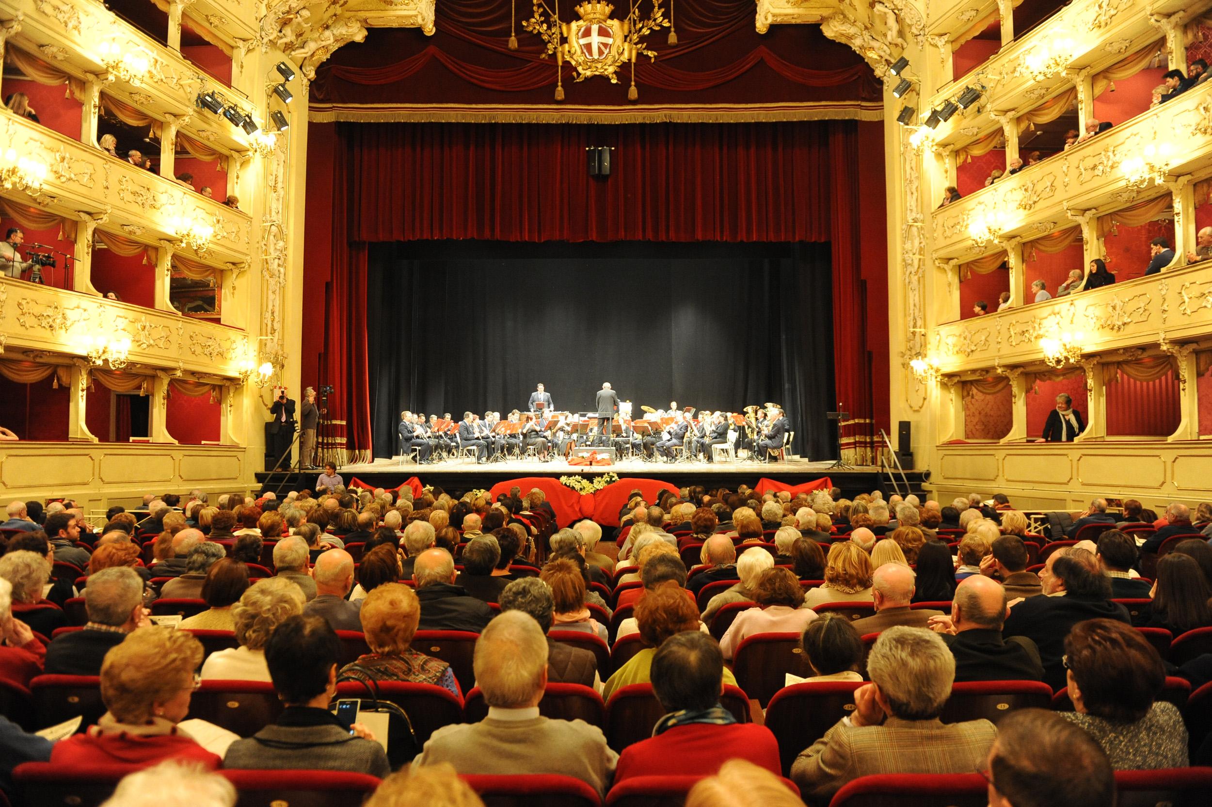 http://www.espansionetv.it/wp-content/uploads/2015/01/2015_01_02_famiglia_comasca_concerto.jpg
