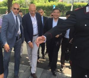 Il vicepremier cinese Wang Yang di fianco al coordinatore di Como Turistica Daniele Brunati