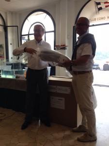 2015_09_11_donazione_grafene_sindaco_lucini