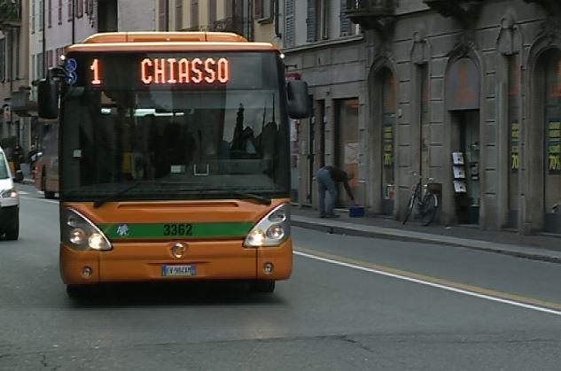 Sfonda a calci la porta del bus denunciato 21enne - Autobus prima porta ...