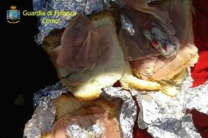 La droga trovata all'interno di un panino