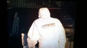 I carabinieri del reparto scientifico impegnati nei rilievi a Carugo dopo l'omicidio di Alfio Molteni