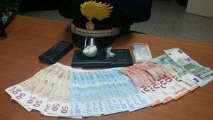 2015_11_13_carabinieri_denaro_arresto_droga