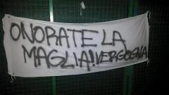 Disfatta azzurra a Vercelli, la contestazione dei tifosi