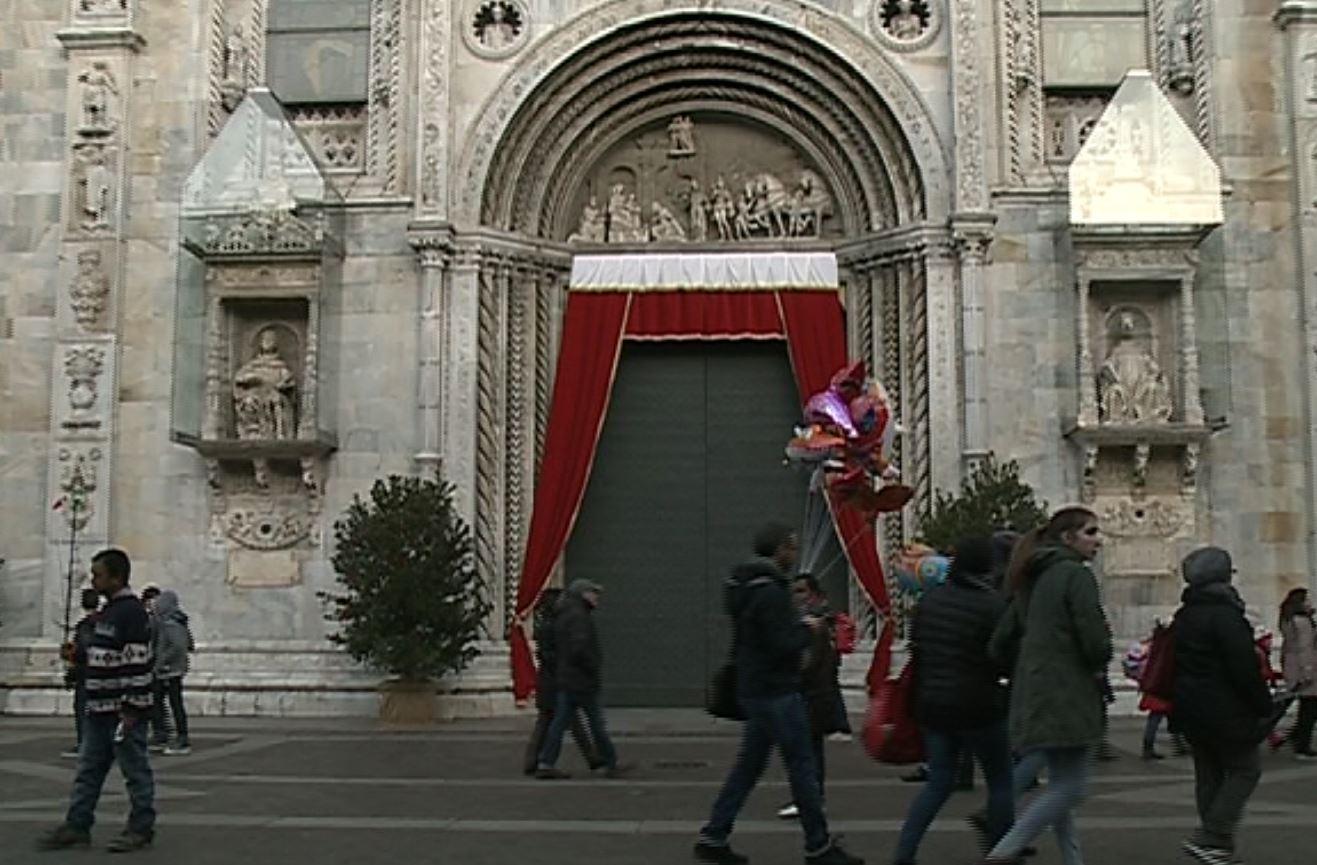 5edc544dc4 giubileo Agenti in divisa e in borghese, metal detector in basilica e in  Duomo, tombini saldati nei giorni scorsi e controlli accurati.