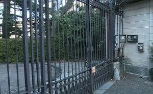 Il cancello d'ingresso di villa Belinzaghi