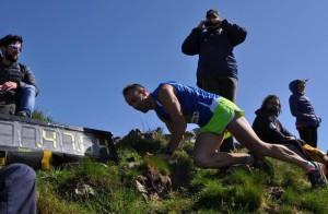 Manuel Molteni impegnato nell'ultimo sforzo per arrivare in cima al Colmegnone