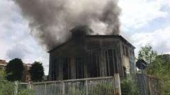 Incendio in Ticosa, fiamme dentro la Santarella