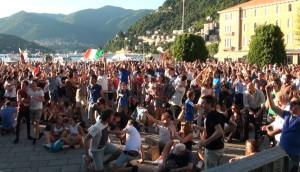 Maxischermo Etv-Amici di Como: grande successo. Sabato si replica per Italia-Germania