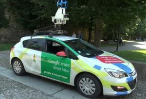 La Google Car in uscita dal centro storico di Como, in viale Varese
