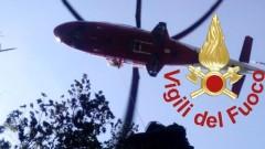 Passeggiano nei boschi e perdono il sentiero: trovati con l'elicottero