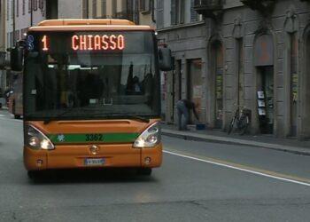 Bus in via Milano a Como