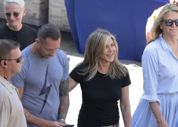 COMO, ITALY - JULY 30:  Jennifer Aniston is seen on set filming Murder Mystery on July 30, 2018 in Como, Italy.  (Photo by Emilio Andreoli/GC Images) *** Local Caption *** Jennifer Aniston