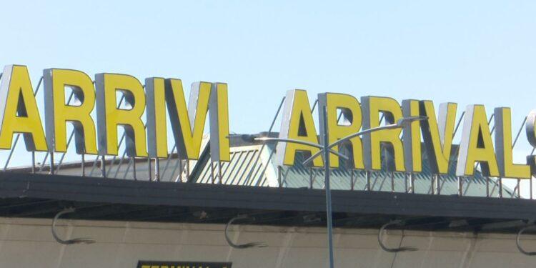 cartello arrivi aeroporto di malpensa