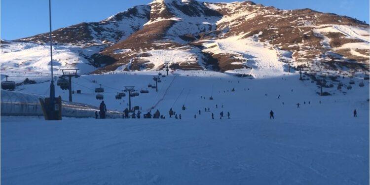 montagna neve sci