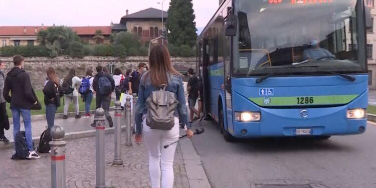Studenti prendono l'autobus
