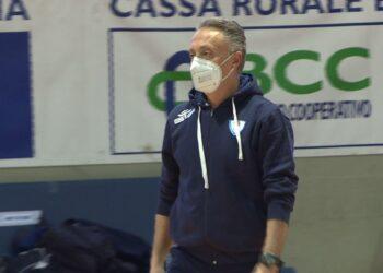 Il coach di Cantù Piero Bucchi