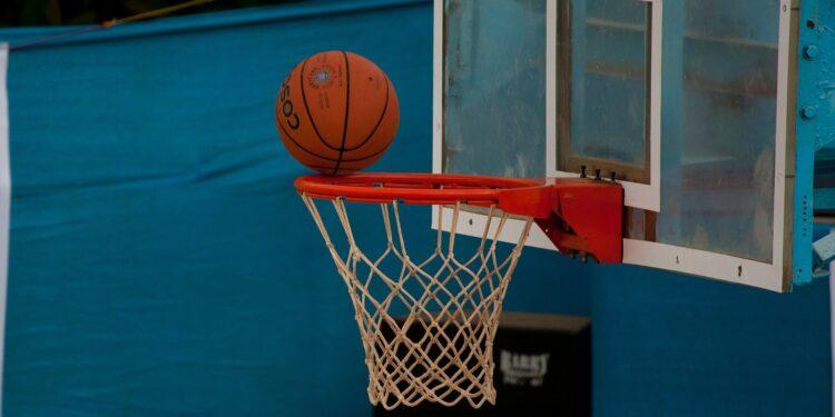 pallone basket canestro