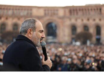 Opposizione chiede le dimissioni di Pashinyan