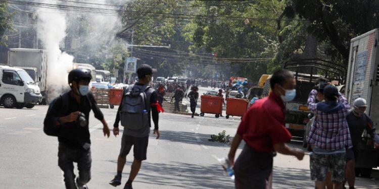 Polizia usa lacrimogeni e proiettili di gomma. Decine di arresti