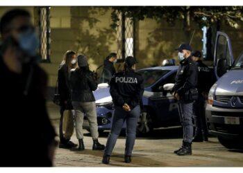 Quattordici persone sanzionate dalla polizia vicino alla Scala