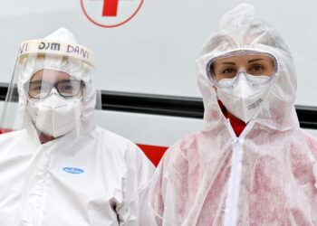 Emergenza Covid, coronavirus a Como, volontari della Croce Rossa