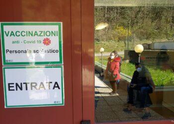 Una sede per i vaccini del personale scolastico a Como