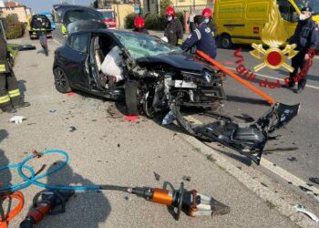 Incidente stradale a Cermenate, intervento dei vigili del fuoco
