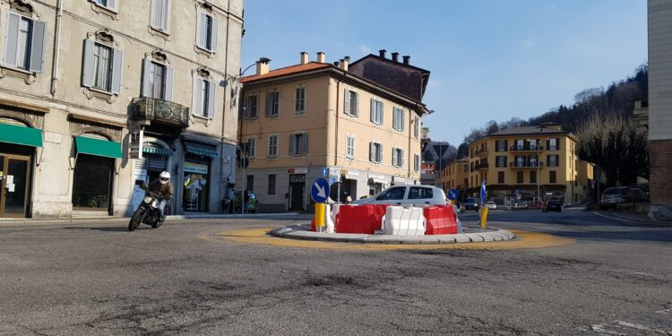 La rotatoria provvisoria in piazza San Rocco