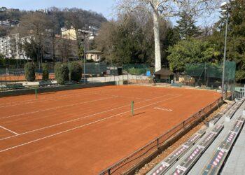 Un campo da tennis