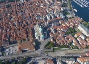 Veduta aerea di Como, il Duomo