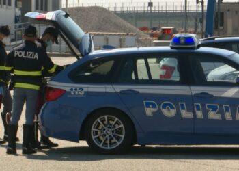 Una pattuglia della polizia stradale sulla A9