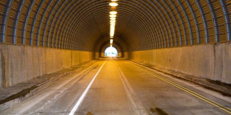 Una galleria autostradale