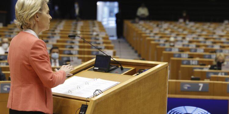 Via libera anche alla risoluzione dei gruppi politici Eurocamera
