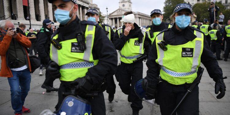 Scontri tra manifestanti e polizia a Hyde Park