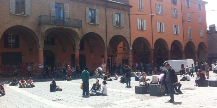 Folla in Piazza Verdi