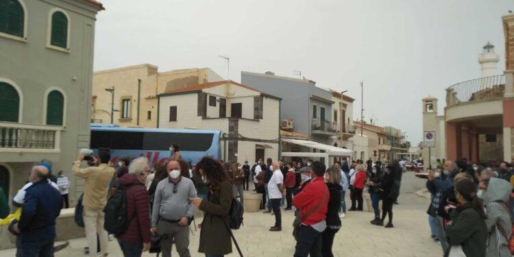 Proteste Corisicilia davanti casa commissario