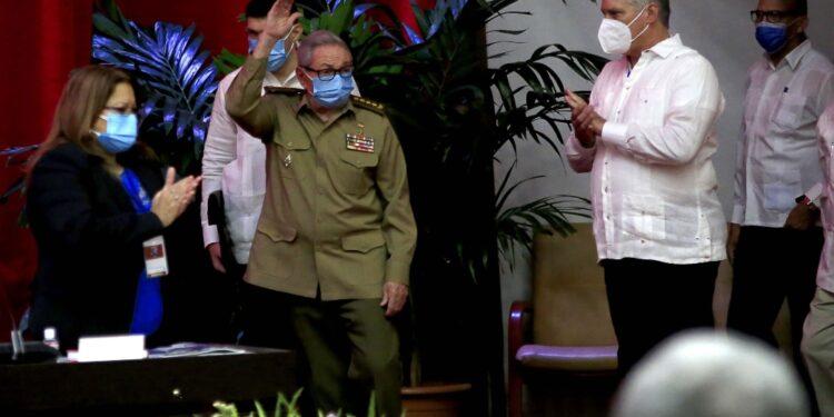 Il fratello di Fidel ha lasciato la guida del partito comunista