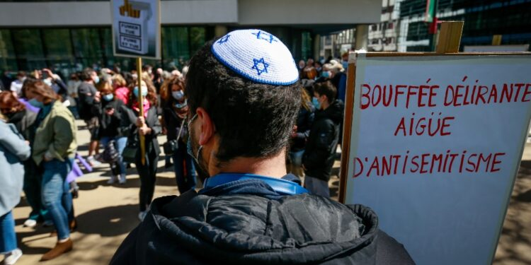 La comunità ebraica: 'Un atto antisemita