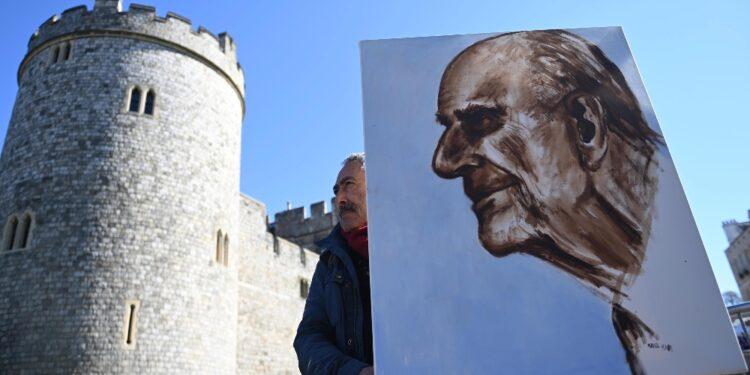 Negozi espongono foto principe. Un artista lascia dipinto a olio