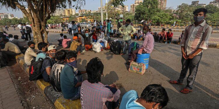 In 125 milioni confinati a casa nel Maharashtra e a Mumbai
