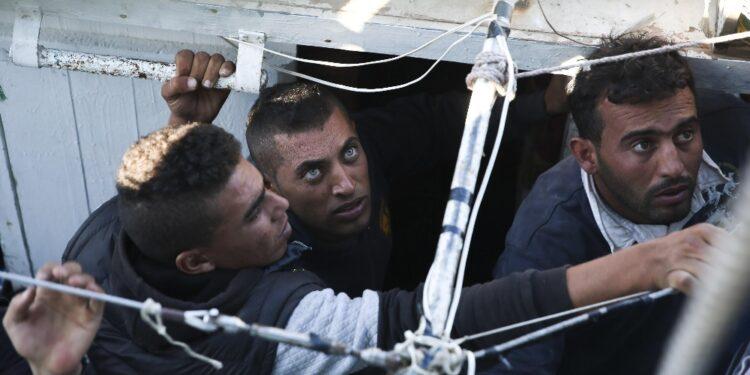 Tre finora i migranti soccorsi