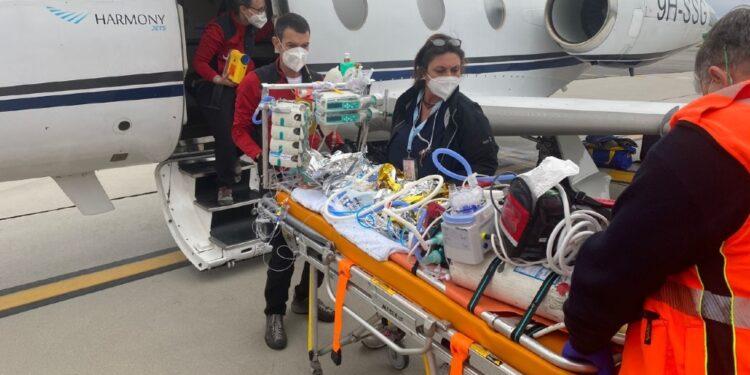 Sarà operato d'urgenza. Trasporto internazionale Flying Angels