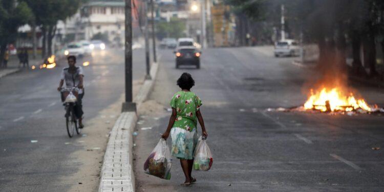 Metà della popolazione torna a vivere con un dollaro al giorno