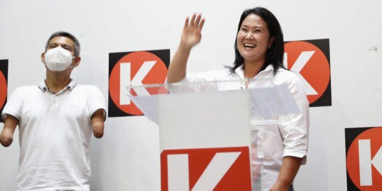 Scrittore Vargas Llosa chiede voto per figlia di ex presidente