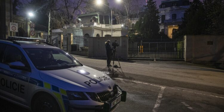 Inchiesta collegata a espulsione 18 dipendenti ambasciata