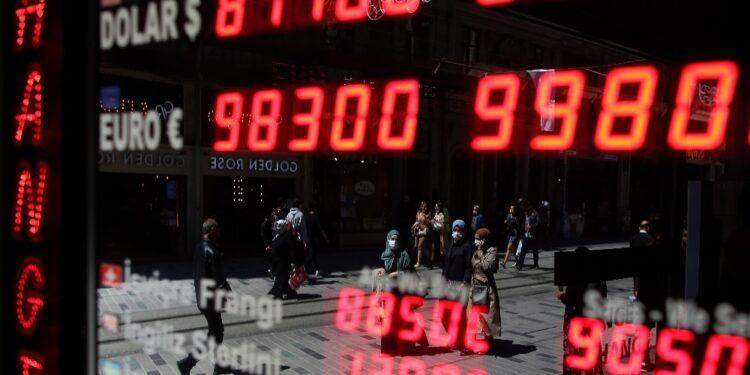 Dopo fuga all'estero con 2 miliardi di dollari del trader Ozer