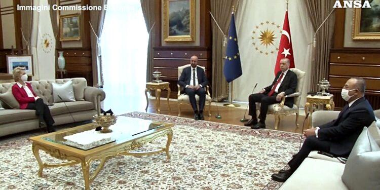 L'incontro tra i due leader ad una settimana dal 'sofagate'