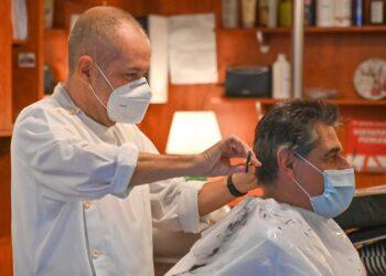 In zona arancione tornano a lavorare parrucchieri ed estetisti