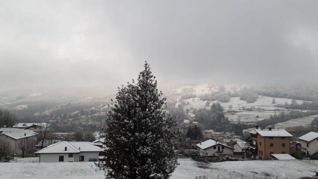 Nevicata di primavera in valle Intelvi, provincia di Como